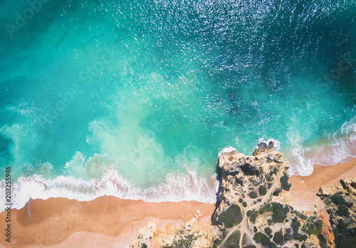Valokuva  Aerial view of sandy beach and ocean with beautiful clear turquoise water