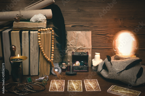 Fotomural Crystal ball and tarot cards on fortune teller desk