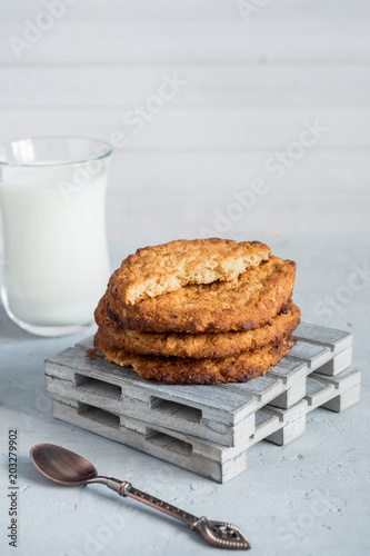 Foto op Aluminium Koekjes Fresh healthy milk and oatmeal cookies with cereals on grey concrete background