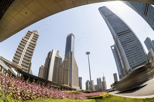 Keuken foto achterwand Stad gebouw Pedestrian bridge with modern city landmark buildings