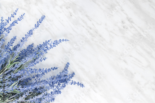 mata magnetyczna Blooming lavender on marble background with copy space