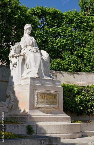 fototapeta na lodówkę Sisi-Denkmal im Wiener Volksgarten