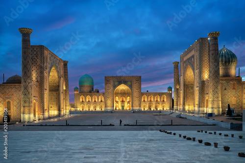 Foto op Plexiglas Historisch geb. Samarkand at dusk. Historic Registan square with three madrasahs: Ulugh Beg, Tilya-Kori and Sher-Dor