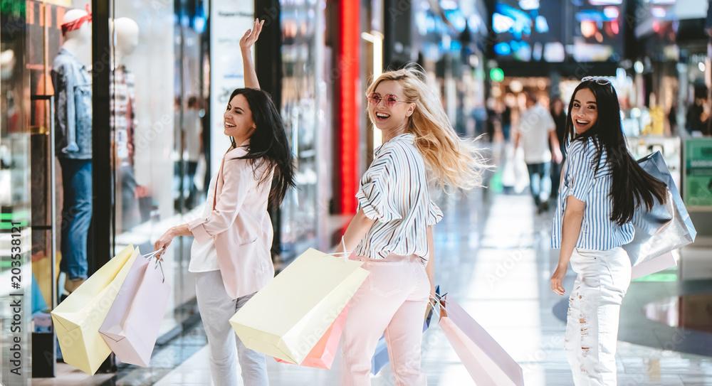 Fototapeta Girls at shopping center