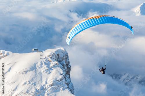 Papiers peints Pays d Afrique Paragliding in the mountains