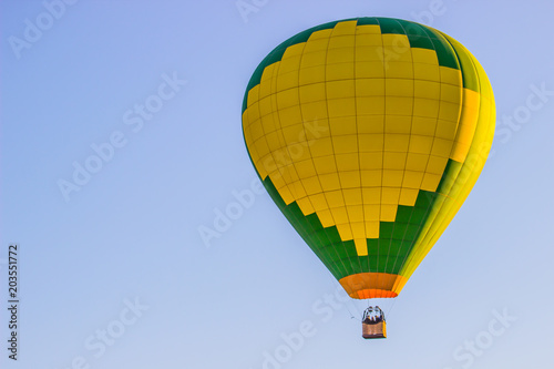 Valokuva  Green & Yellow Hot Air Balloon