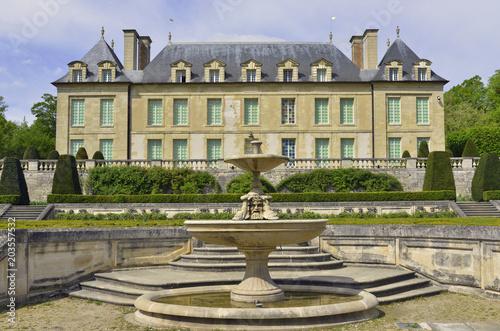 Château d'Auvers sur Oise et sa fontaine Canvas Print