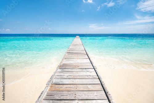 wakacje-na-samotnej-wyspie-w-tropikach
