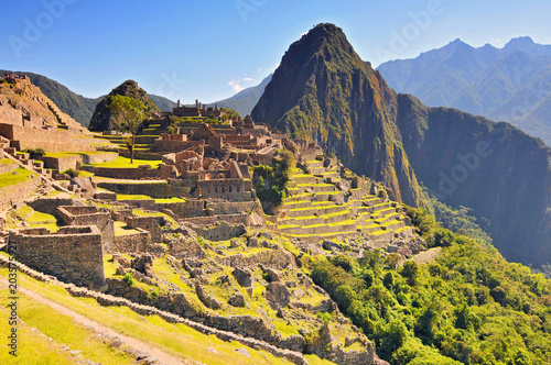 Photo  Machu picchu (old mountain), pre columbian inca site situated on a mountain ridge above the urubamba valley in Peru