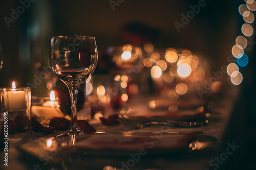Spoed Foto op Canvas Wijn Romantic Wine Glass with Candles