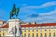 Statue King Jose I in Military-Kleidung auf seinem Pferd auf der Praca Comercio in Lissabon