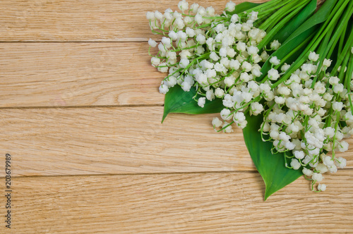 Poster Lelietje van dalen Flowers of the lily of the valley on a wooden table