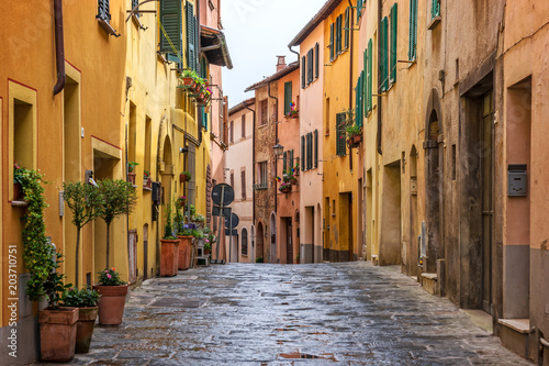 Fototapety, obrazy: Beautiful alley in Tuscany, Old town Montepulciano, Italy