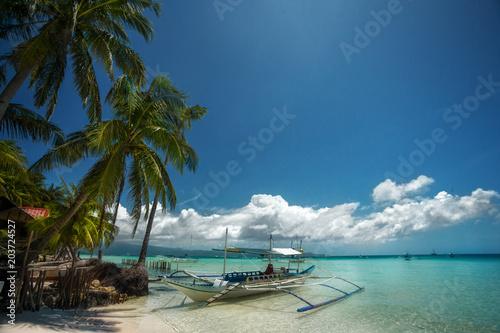 Foto auf Gartenposter Stadt am Wasser Tropical beach
