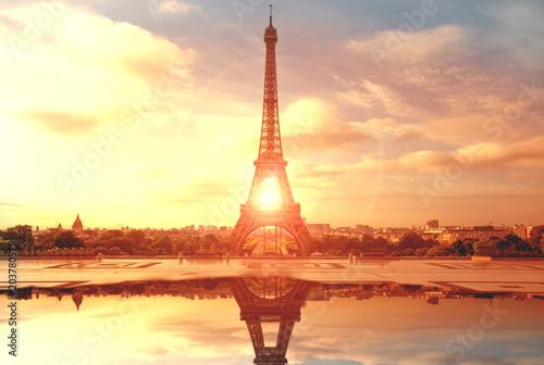In de dag Centraal Europa la Torre Eiffel dopo il temporale al tramonto