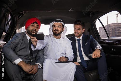 Photo  Multi-ethnic business team meeting
