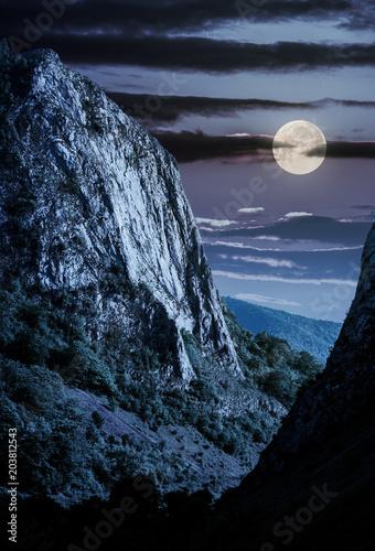 klify-gor-trascau-kanion-w-nocy-w-calosci
