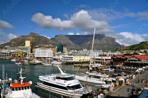 Stampa su Tela Victoria and Alfred Waterfront scenic view in Cape Town, South Africa