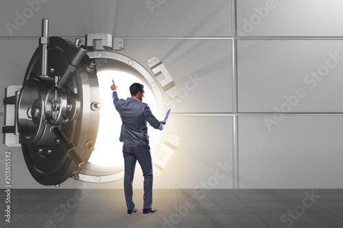 Papiers peints Fluvial Businessman in front of banking vault door