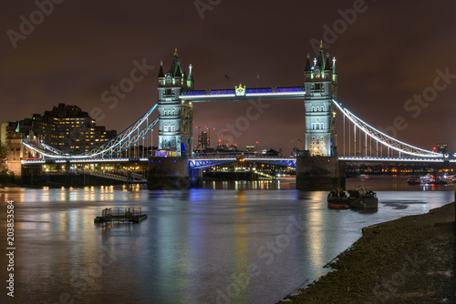 Deurstickers Brug Tower Bridge in London at night