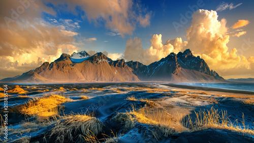 Foto auf Gartenposter Gebirge Vestrahorn mountains in Stokksnes, Iceland.
