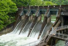 ダム放流のイメージ