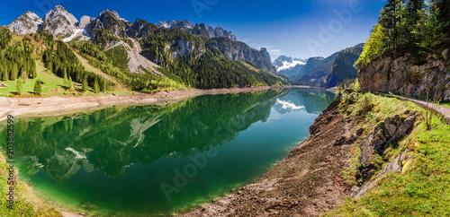 Spoed Fotobehang Pistache Panorama of Gosausee lake in Gosauin spring, Austria