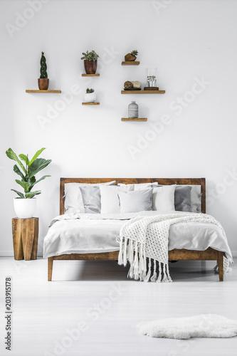 Simple White Bedroom Interior Kaufen Sie Dieses Foto Und Finden Enchanting Simple White Bedroom Interior