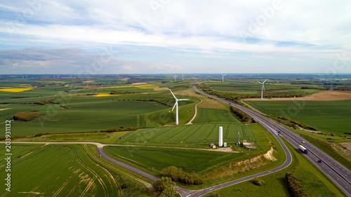 Fotografia Eoliennes le long de la Route des Estuaires à Widehem, dans le Pas de Calais