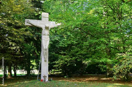 Fotografie, Obraz  Kruzifix von Max Natter auf dem Waldfriedhof Stuttgart