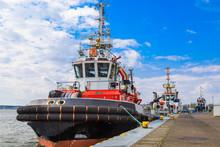 Schlepper Im Hafen An Der Ostsee