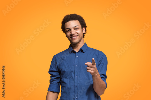 Fotomural  The happy business man point you and want you, half length closeup portrait on orange background