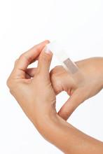 Pflaster Auf Finger Aufkleben