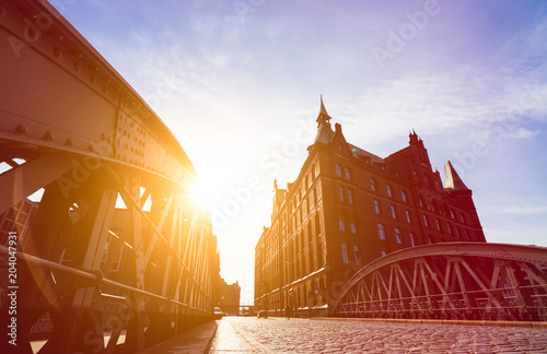 Poster Silhouette of Bridge and Buildings in evening sun rays in low angle view