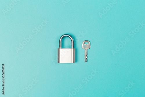 Photographie  New metal padlock