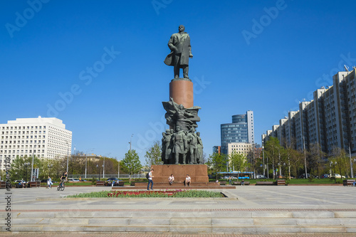 Staande foto Historisch mon. Moscow, Russia - May, 3, 2018: Monument of Lenin on Kalugskaya Square in Moscow