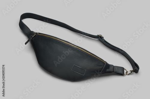 Fotografía  Men's black leather waist bag