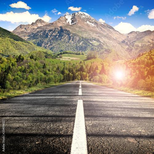 Poster Reflexion strada verso la montagna