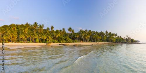 Foto op Canvas Tropical strand Tropical beach on an Island nr Ko Chang, Thailand
