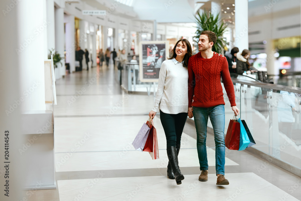 Fototapeta Couple Shopping. Happy Man And Woman With Bags