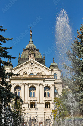 Deurstickers Theater Singing Fountain and State Theater in Kosice Old Town, Slovakia.