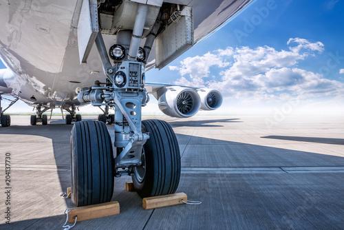 Obraz na plátne  landing gear of an modern airliner