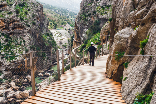 Photo  Caminito Del Rey - mountain wooden path along steep cliffs in Andalusia, Spain