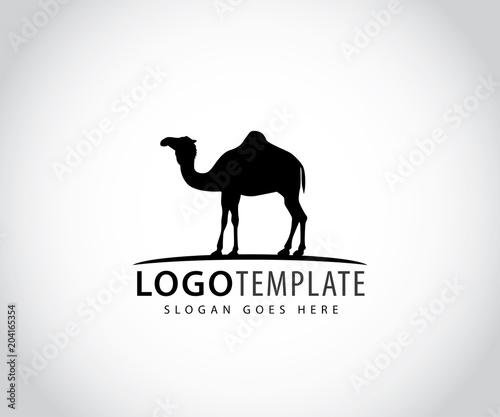 Foto camel in horizon line vector icon logo design