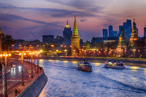 Tuinposter Moskou Sunset view of Moscow Kremlin and Moscow river. Architecture and landmarks of Moscow, Russia