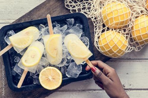 Papiers peints Fluvial Homemade fresh lemon and citrus posicles