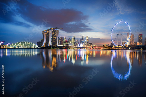 Photo  Singapore  skyline business district, Marina Bay Sand and the Garden by the Bay
