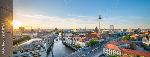 Fotobehang Berlijn Berlin Mitte Panorama mit Fernsehturm und Blick über die Spree