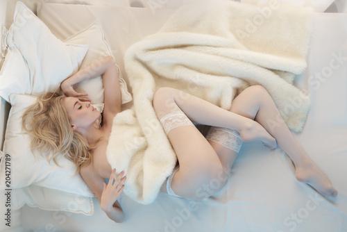 Deurstickers womenART Sensual blonde in her boudoir