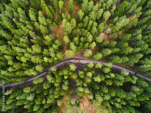 Photo sur Toile Vue aerienne Road with truck in forest from above
